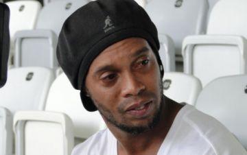 Ronaldinho seguirá preso, tras un revés en una apelación