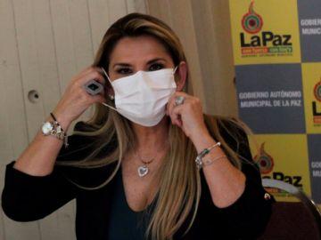 Presidenta Áñez recibe ánimo de presidentes como Trump y Bolsonaro para superar la COVID-19