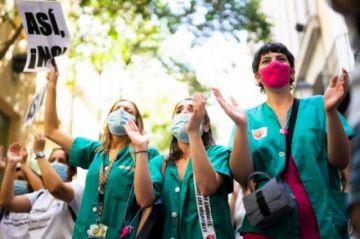Francia aumenta en 8.000 millones de euros la remuneración de los sanitarios