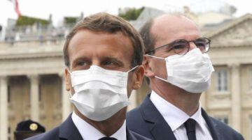 """Macron obligará a llevar mascarilla """"en todo lugar cerrado"""" en Francia"""