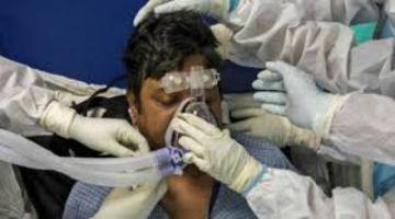 Los médicos indios, exhaustos en su lucha contra el coronavirus