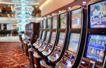 Arrestan a hombre por apostar fondos de ayuda para la pandemia en casinos Las Vegas