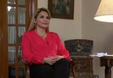 Presidenta Áñez revela que uno de sus hijos contrajo coronavirus