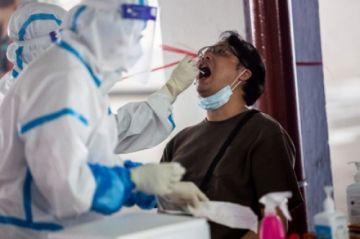 """Hong Kong vive una situación """"crítica""""  por aumento de casos de coronavirus"""