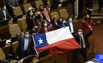 Congreso chileno aprueba ley de retiro de fondos de pensiones