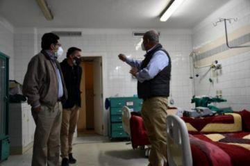 """Cuba reclama por el """"violento allanamiento"""" a su clínica en La Paz"""