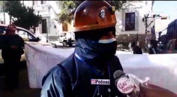 Trabajadores mineros no permitirán despidos en Potosí