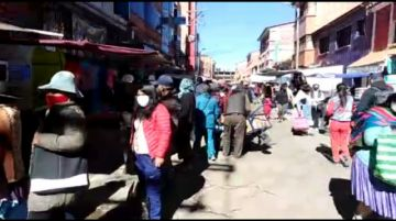 Vea la cantidad de gente que hay en el Mercado Uyuni