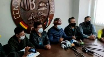 "Huarachi dice que no huirá, anunció que el lunes empieza el ""bloqueo nacional"""