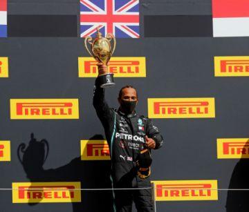 Hamilton amplía su ventaja al ganar en Silverstone con rueda pinchada