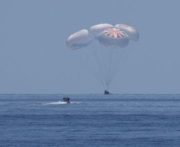 Astronautas de EE.UU. retornan exitosamente del espacio en cápsula de SpaceX