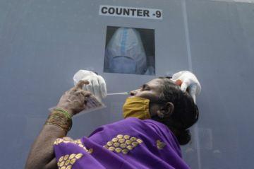 """OMS admite que """"quizás nunca haya una solución"""" para el coronavirus"""