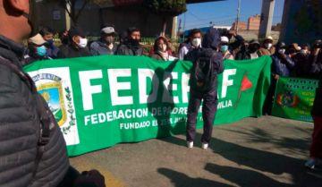 Protesta de padres en El Alto exige  reiniciar clases con bioseguridad