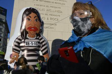 Procesan a ex jerarcas de inteligencia por espiar a Kirchner en Argentina
