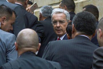 Justicia de Colombia ordena prisión domiciliaria a exabogado de Álvaro Uribe