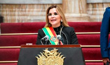 Jeanine Añez, en su mensaje, arremete contra el Legislativo, el TSE y otros candidatos