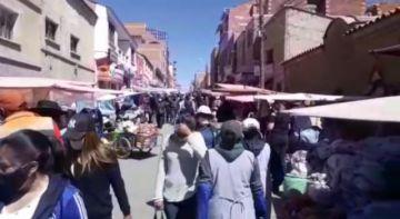 La gente acude masivamente al Mercado Uyuni antes del encapsulamiento