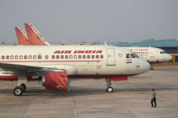 Accidente de avión en la India deja 17 muertos y decenas de heridos