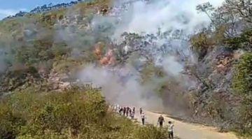 Enfrentamientos con bloqueadores en Samaipata dejan al menos cinco policías heridos