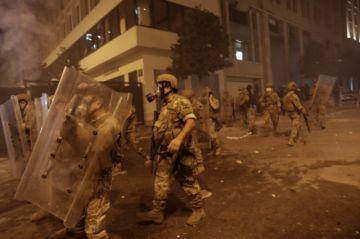 Siguen las protestas en Beirut y se agrava crisis con renuncia de dos ministros