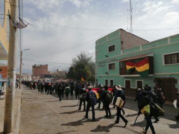 Más de medio millar de campesinos bloquean en Betanzos