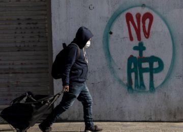 """Retiro anticipado de fondos de pensiones """"reactiva"""" economía chilena"""