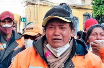 Conflicto de trabajadores de aseo en Cochabamba deriva en choque con la Policía