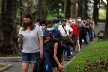 Con más de 750.000 muertos, la pandemia se mueve entre esperanzas y retrocesos en el mundo