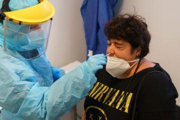 Médicos alertan recrudecimiento del coronavirus en España