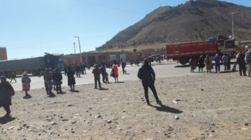 Se levantan los bloqueos que cerraban la vía Potosí Sucre a la altura de Betanzos