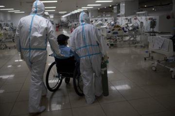 El mundo se esfuerza por contener la pandemia que ya suma más de 21 millones