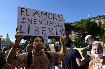 Cientos protestan en Madrid contra las restricciones por el coronavirus