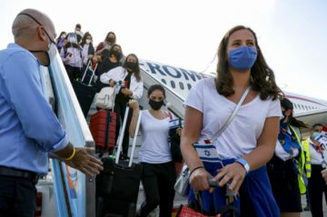 Estudio arroja revelaciones sobre transmisión del coronavirus en un avión
