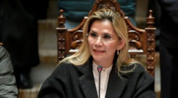"""Jeanine Añez pide al Legislativo liberar recursos sin """"importar cómo se llame el bono"""""""