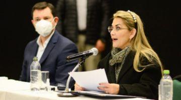 """Añez pide a empresarios no apoyar proyectos """"totalitarios y populistas"""""""