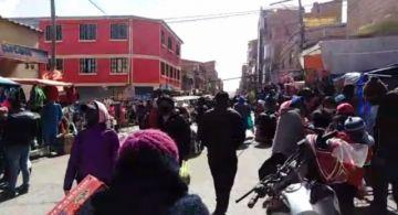 Vea la zona del Mercado Uyuni, donde nadie conoce del distanciamiento