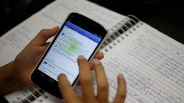 La Paz: padres de familia exigen al Gobierno celular e internet gratuito