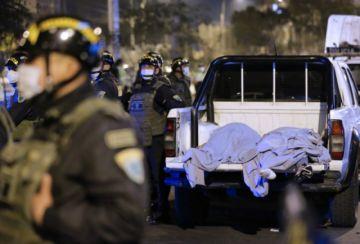 Estampida en fiesta prohibida deja 13 personas muertas en Perú