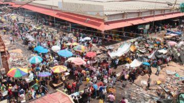 Venezuela reabre uno de sus principales mercados tras brote de COVID-19