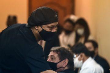 Ronaldinho sale libre tras más de 5 meses de prisión en Paraguay