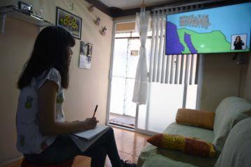 Millones de estudiantes mexicanos retornan a clases... por televisión