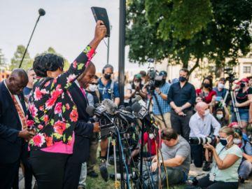 La ira recrudece en las calles de EEUU luego que la policía hiriera a un afroamericano