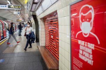 Gobierno británico impone  mascarillas en escuelas secundarias
