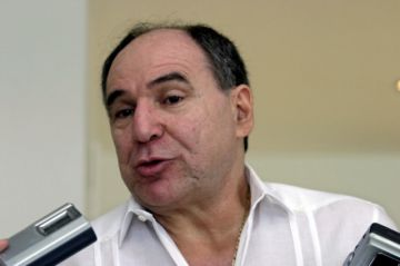 Expresidente de Ecuador Abdalá Bucaram es internado por paro cardíaco, según su abogado