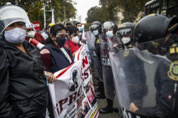 Médicos protestan en medio de rebrote del coronavirus en Perú
