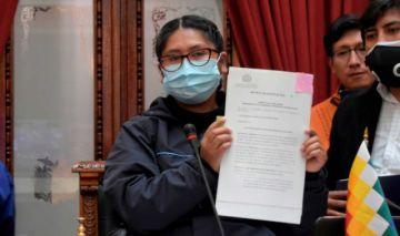Eva Copa promulga leyes de alquileres, atención en clínicas y donación de plasma