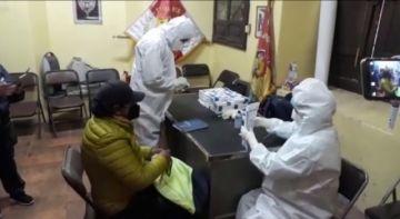 Realizan pruebas rápidas de COVID-19 trabajadores de la prensa