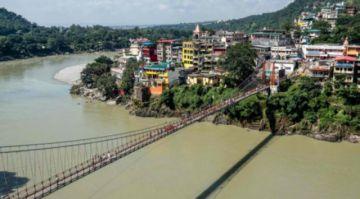 Detienen a  francesa tras grabarse desnuda en un puente sagrado en la India