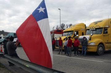 Camioneros mantienen paro en Chile en protesta por la inseguridad
