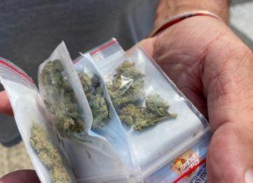 Lanzan desde el aire cientos de sobres con cannabis en la capital de Israel